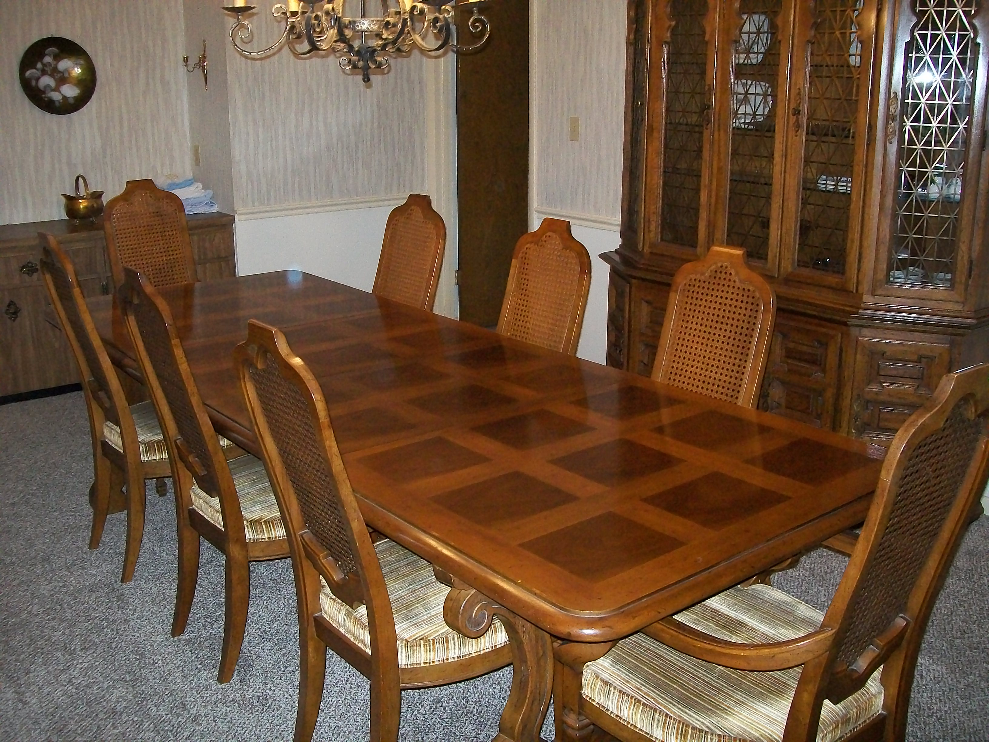 American Heritage Dining Room Table With Eight Chairs And Two  Leafs...including Table Pads, 1970!