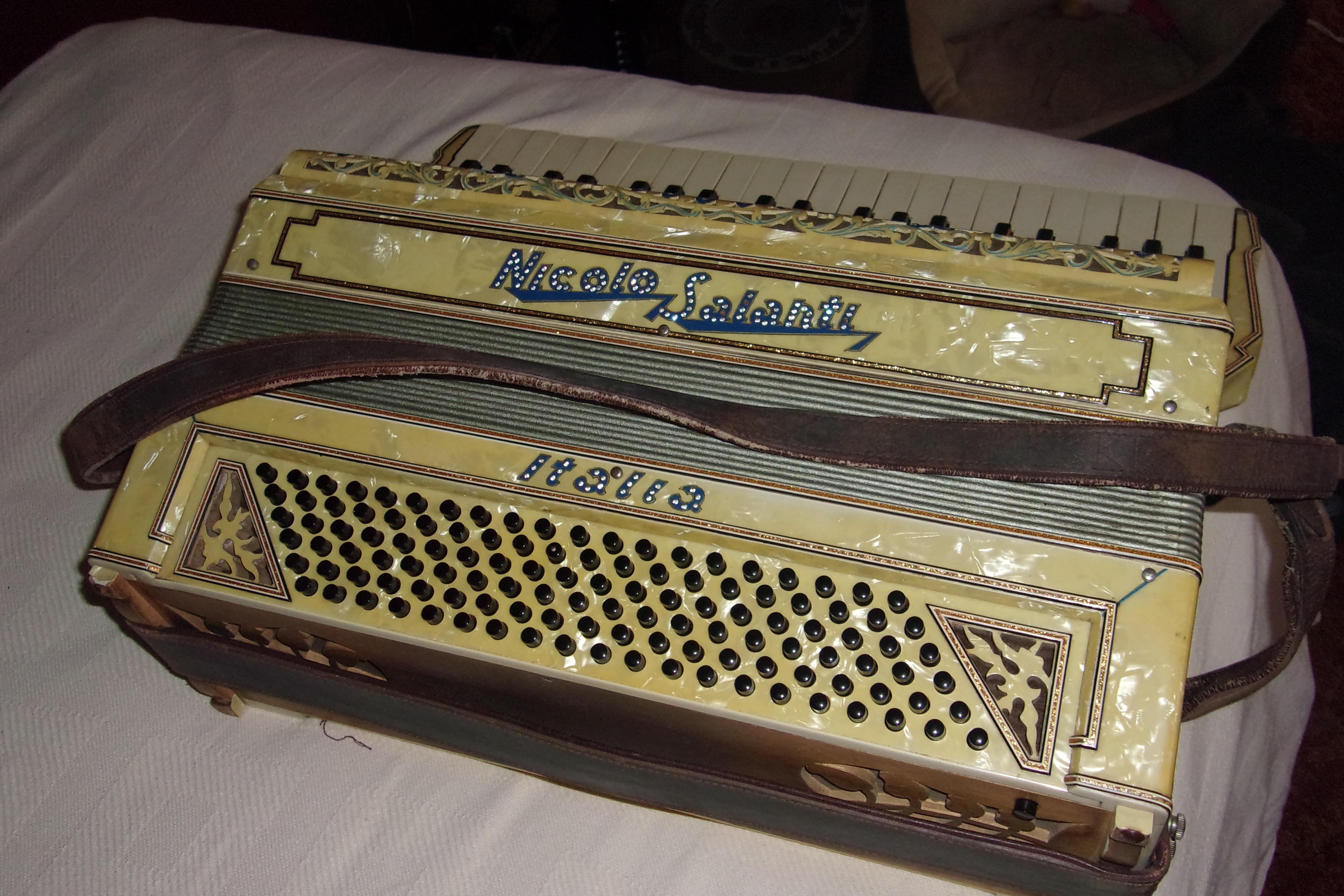 accordion antique appraisal instappraisal. Black Bedroom Furniture Sets. Home Design Ideas