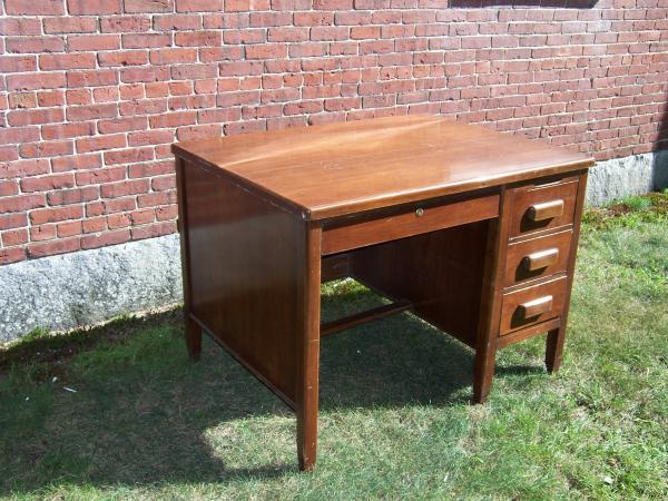 Genial Vintage Small Wood Executive Desk And Swivel Office Chair