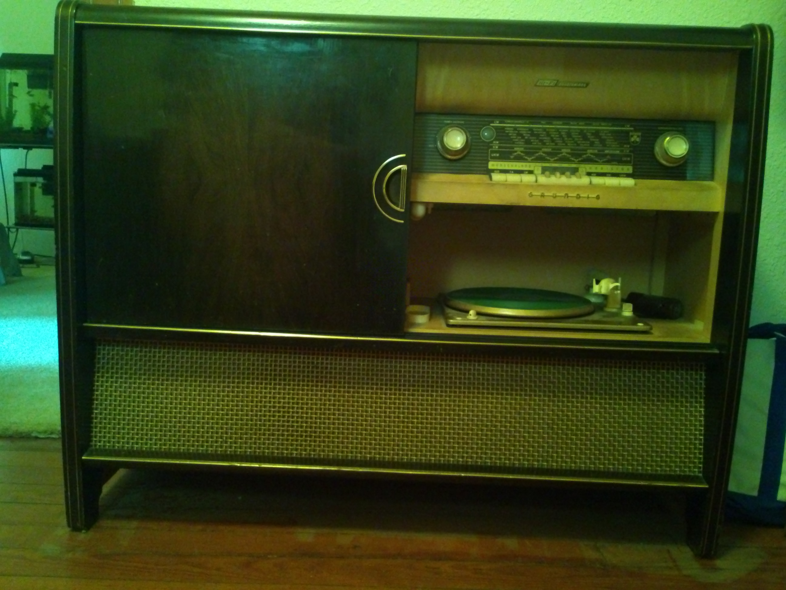 German Musikschrand 7066 Radio Console antique appraisal | InstAppraisal