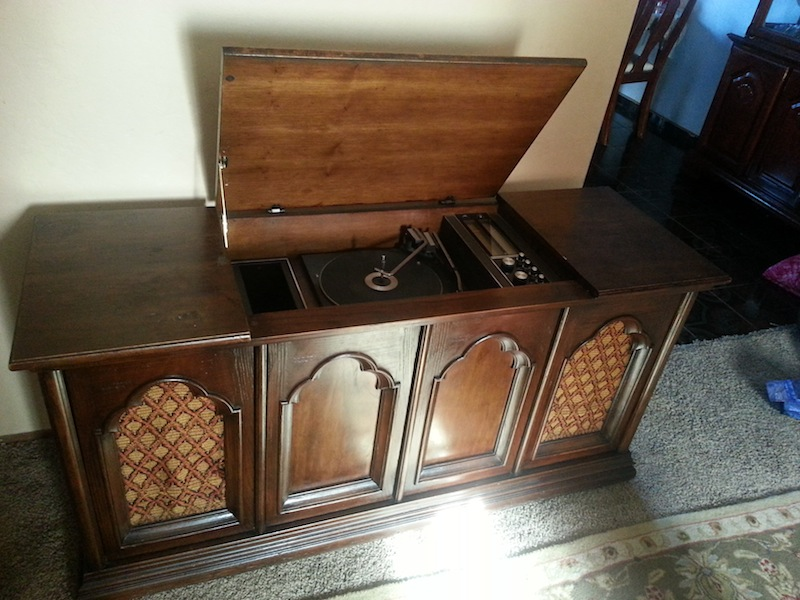 Vintage Record Player Console 98