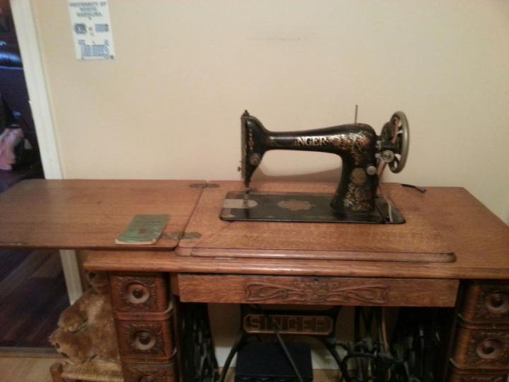 Antique 40 Singer Sewing Machine Antique Appraisal InstAppraisal Extraordinary 1915 Singer Sewing Machine
