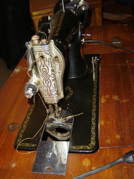 Singer Sewing Machine Serial No  JB-932 775 antique