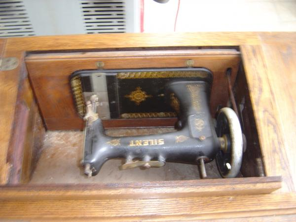 Fold Away Davis Sewing Machine 4040 Antique Appraisal New Davis Sewing Machine Models