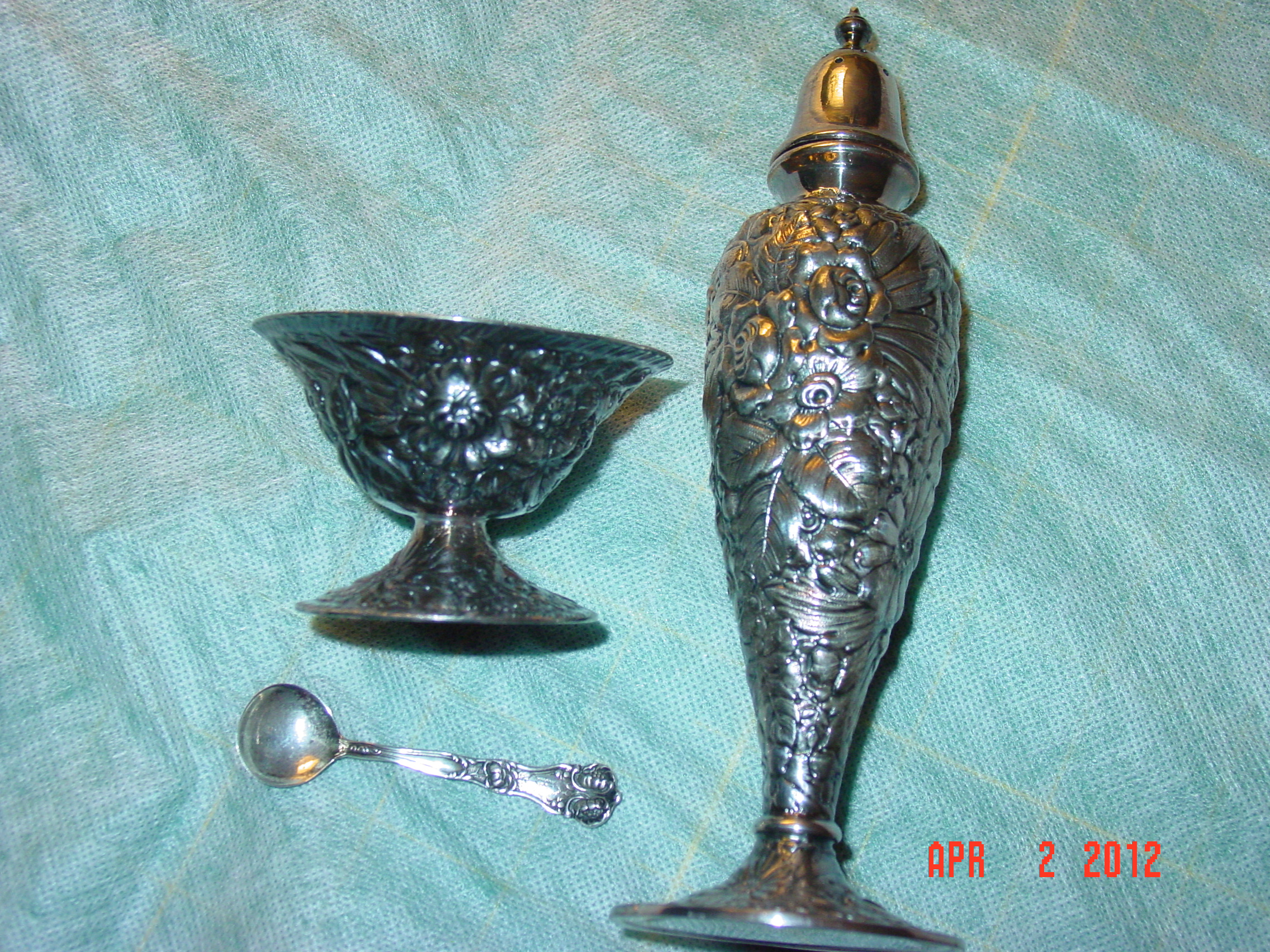 Egw Amp S Silver Plate Salt Cellar And Pepper Shaker 2 Sets