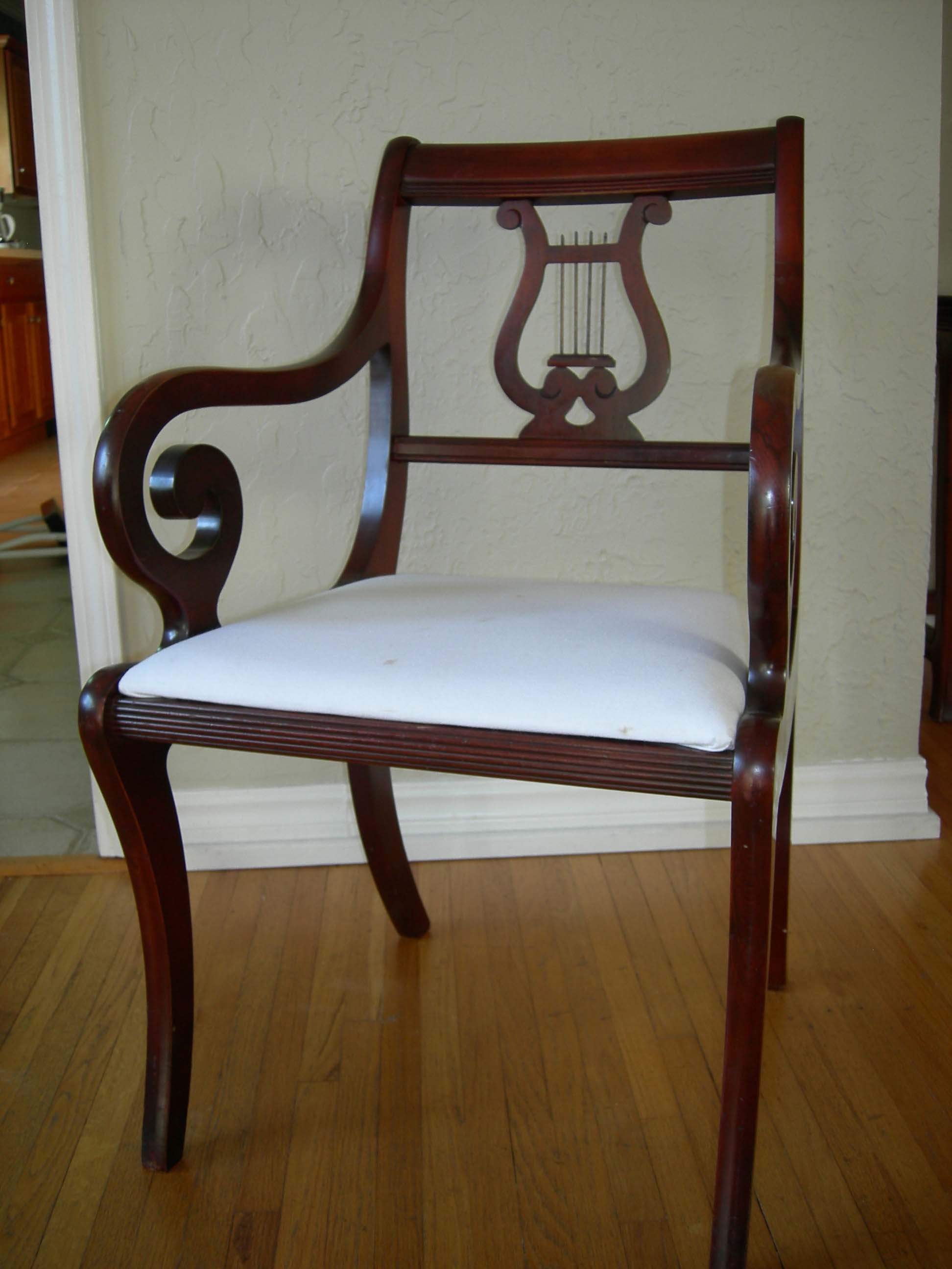 Duncan Phyfe Pedistal Mahogany Table 6 Lyre Back Chairs