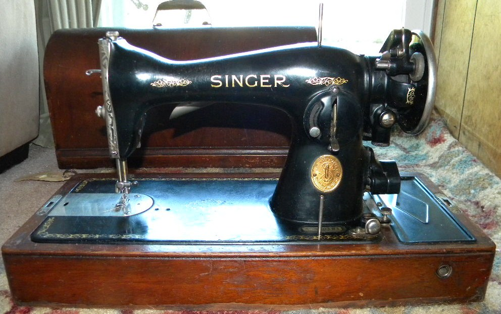 Rare 40 Singer Sewing Machine Model 40 WBent Wood Case And Key Extraordinary 1935 Singer Sewing Machine