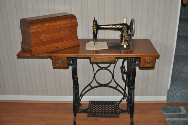 Standard Antique Sewing Machine In Cabinet Antique Appraisal Gorgeous Standard Sewing Machine