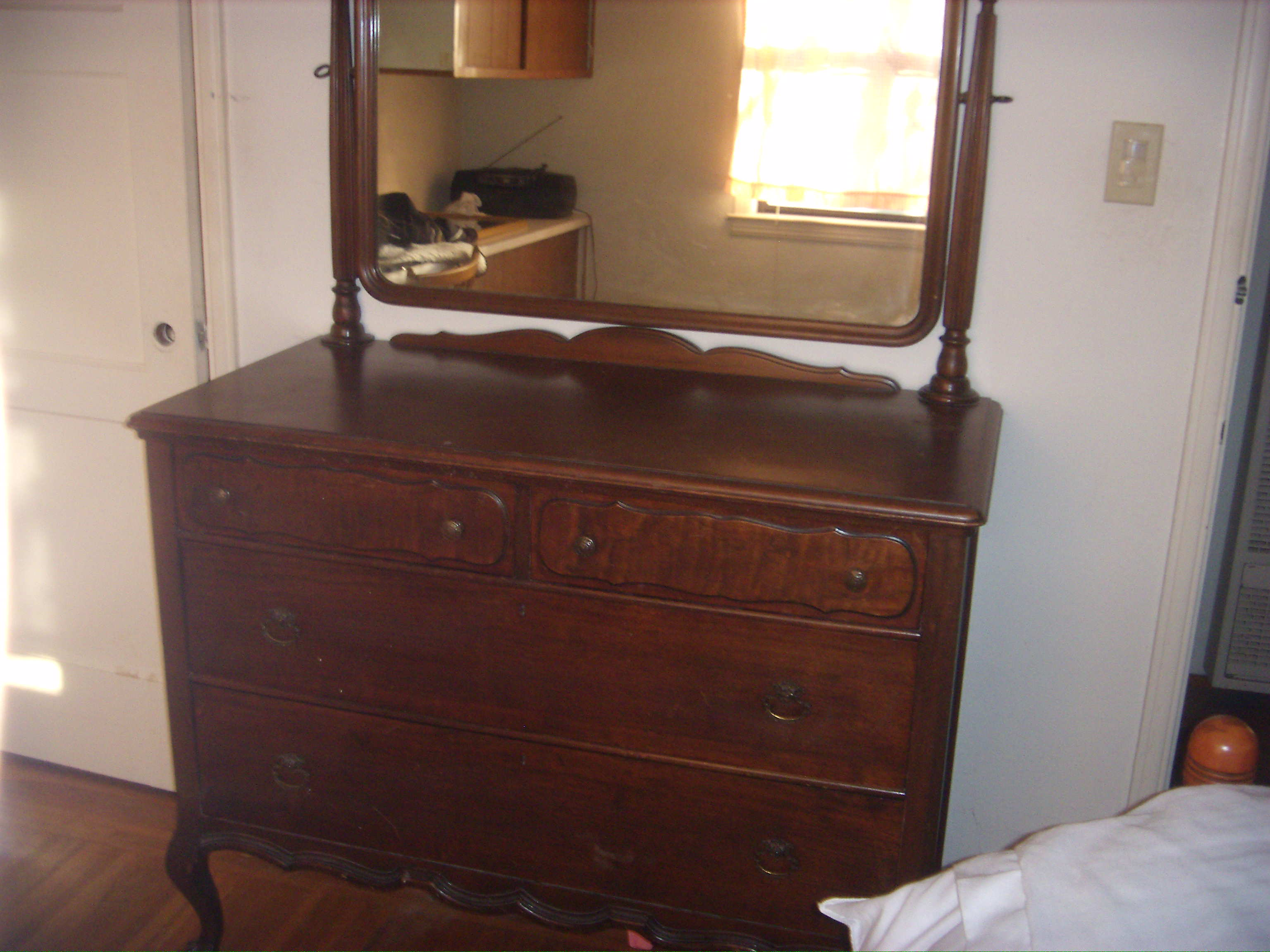 Incroyable Dresser With Mirrow