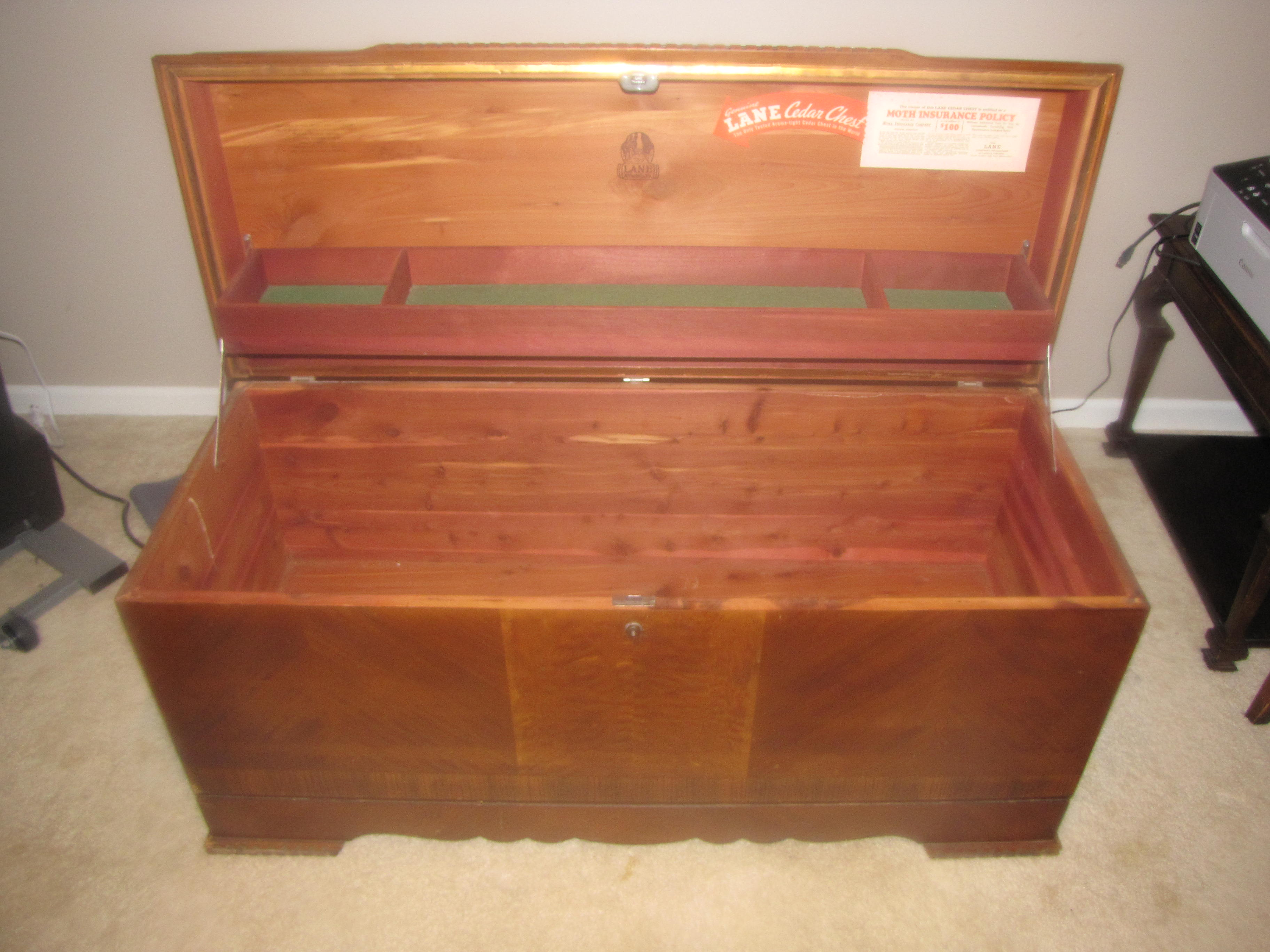 Very Lane Cedar Hope Chest antique appraisal | InstAppraisal SZ32
