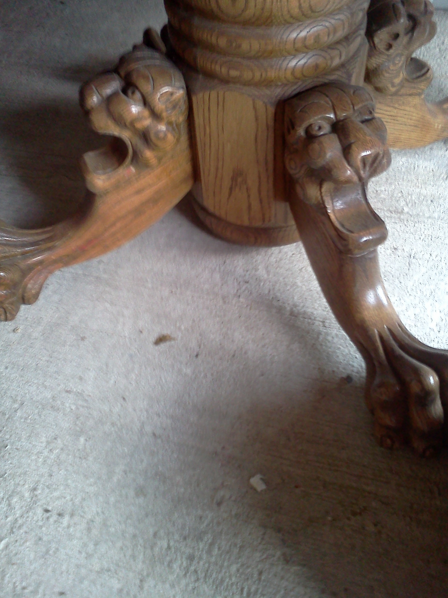 Oak Lion Foot Table