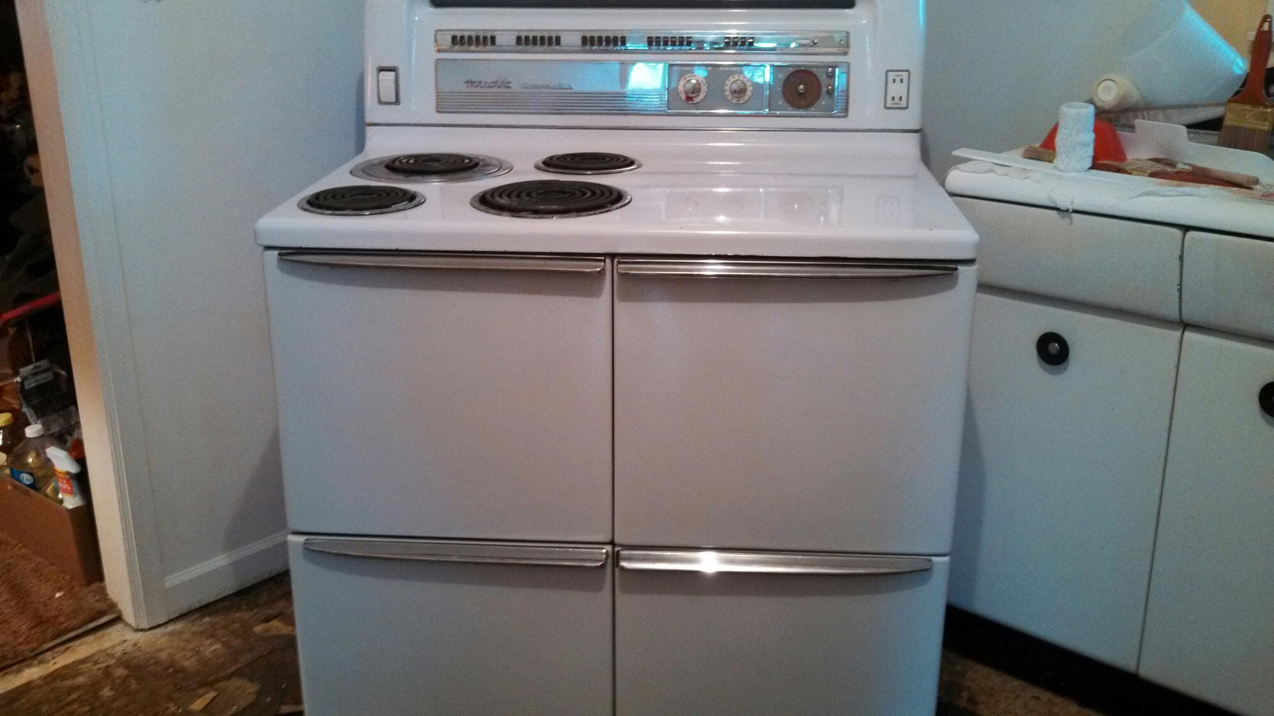Vintage Looking Electric Stoves ~ Hotpoint automatic electric stove antique appraisal