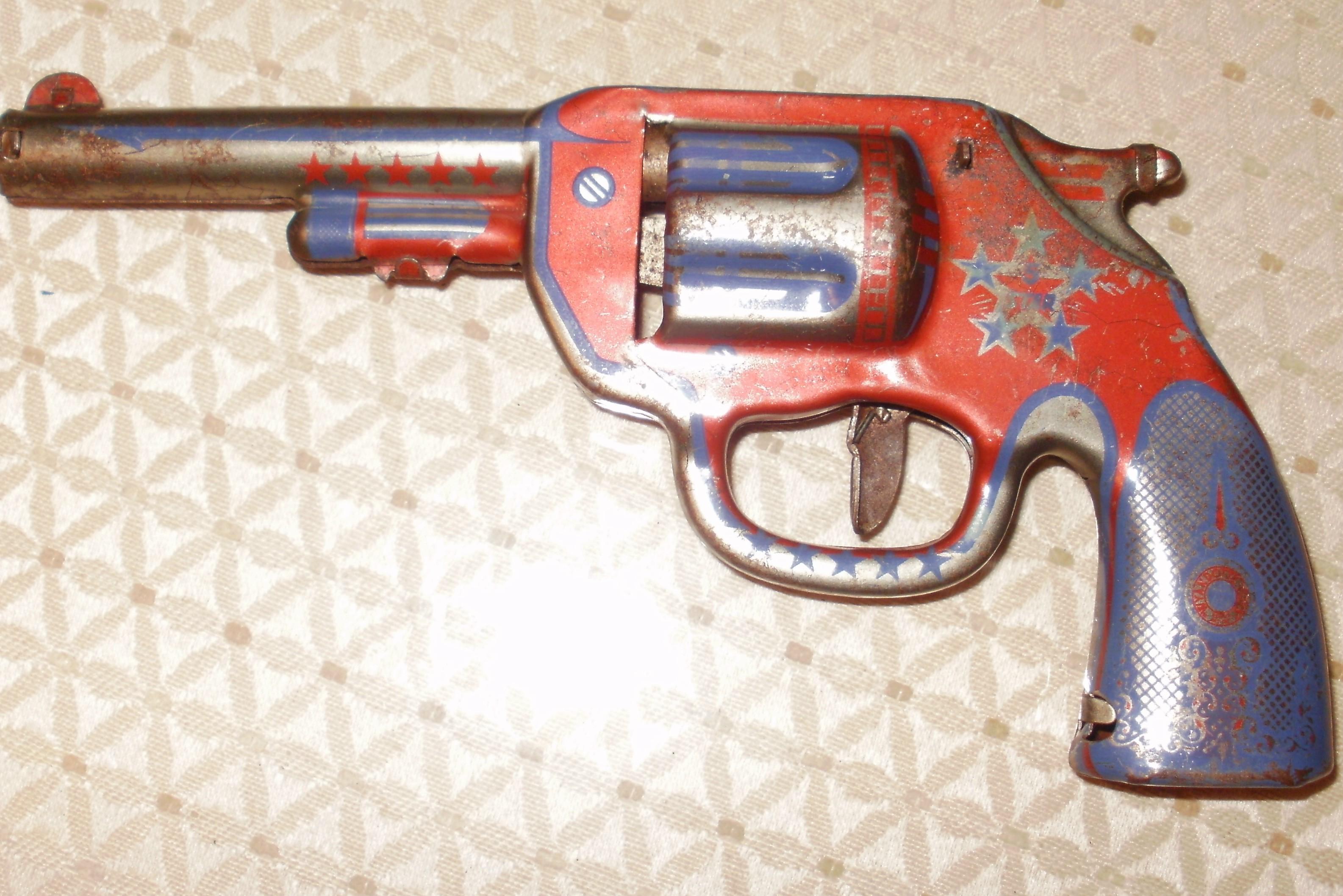 Attractive VINTAGE TOY GUNS, DART GUNS ??? antique appraisal | InstAppraisal OM13