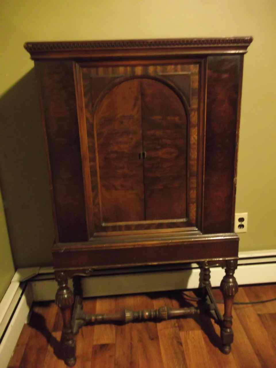 Beau 1940s Wooden Philco Radio Cabinet