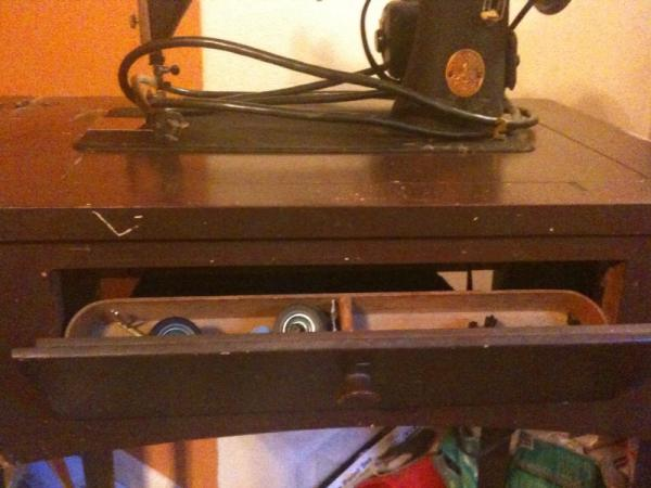 1949 Singer Sewing Table With Fold Out Sewing Machine