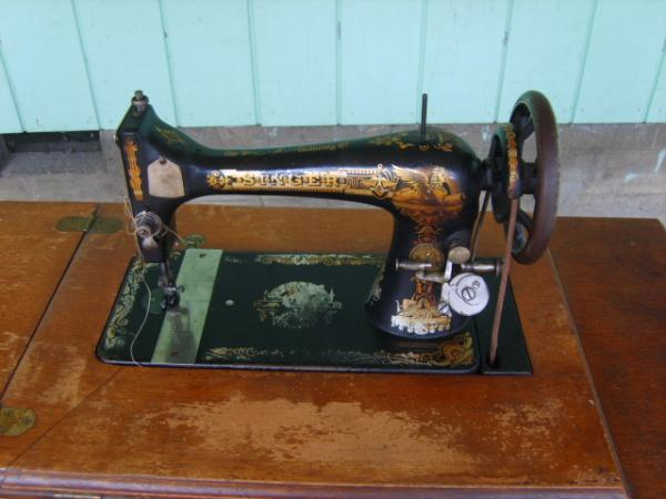 40 Singer Sewing Machine Treadle Model 40 Antique Appraisal Interesting Value Of Singer Sewing Machine With Serial Number