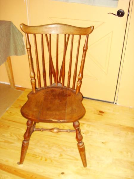 Exceptionnel Rare Nichols And Stone Antique Chairs?