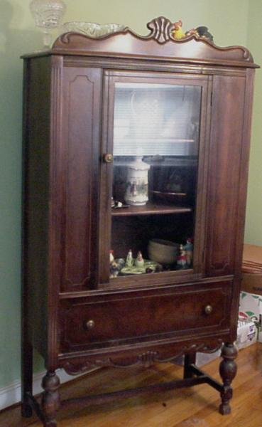 ANTIQUE CHINA CABINET W/ GLASS DOOR