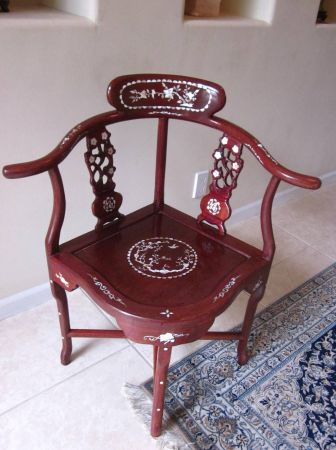 Merveilleux Elegant Hand Carved Rosewood Corner Chair With Mother Of Pearl Inlay