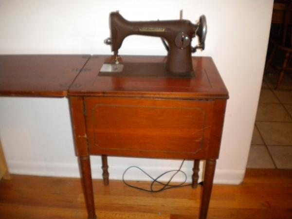 Vintage New Home Sewing Machine Light Running HR 40 Antique Gorgeous New Home Sewing Machine Antique