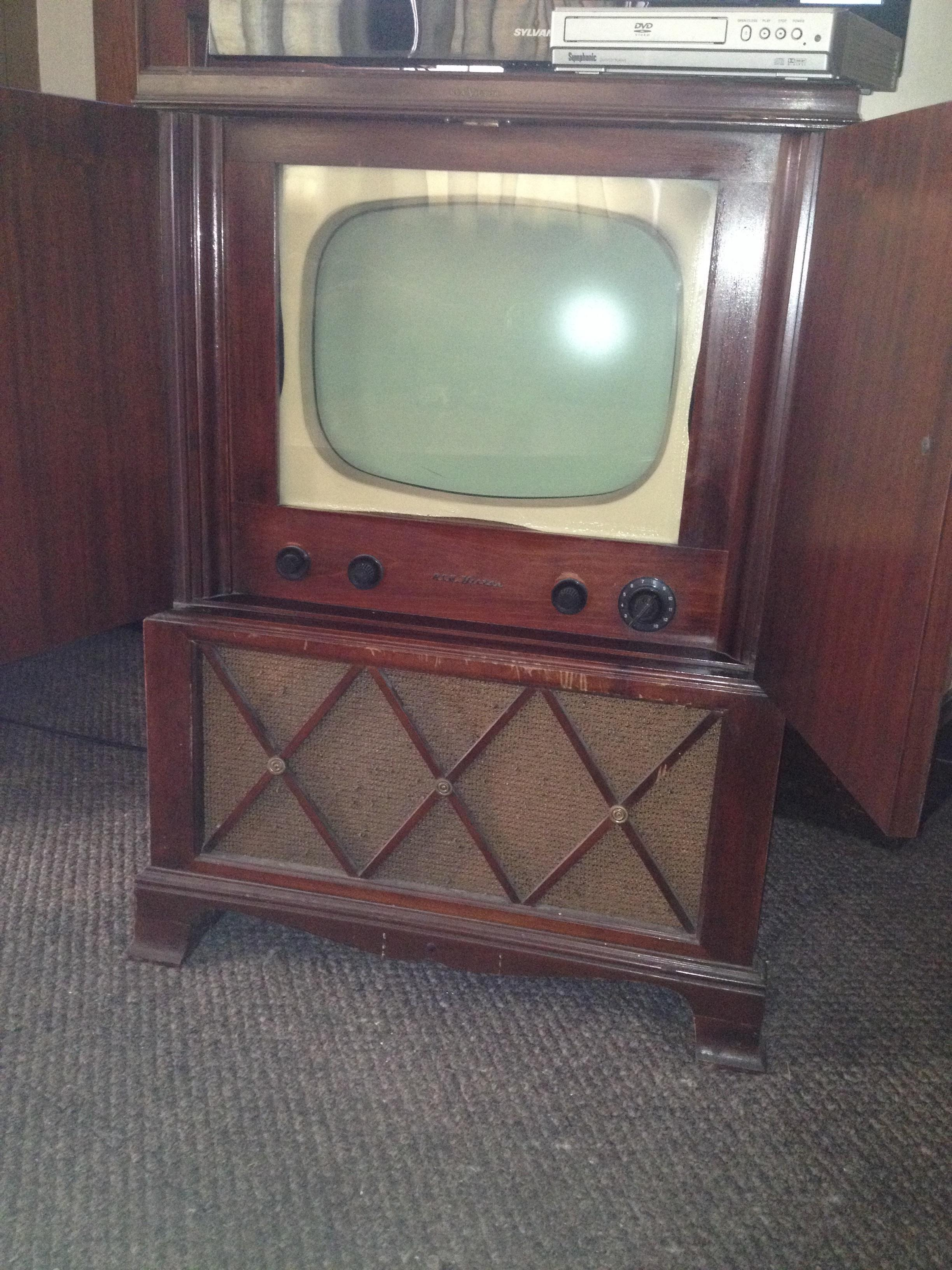 1950's?? RCA Victor TV in cabinet antique appraisal | InstAppraisal