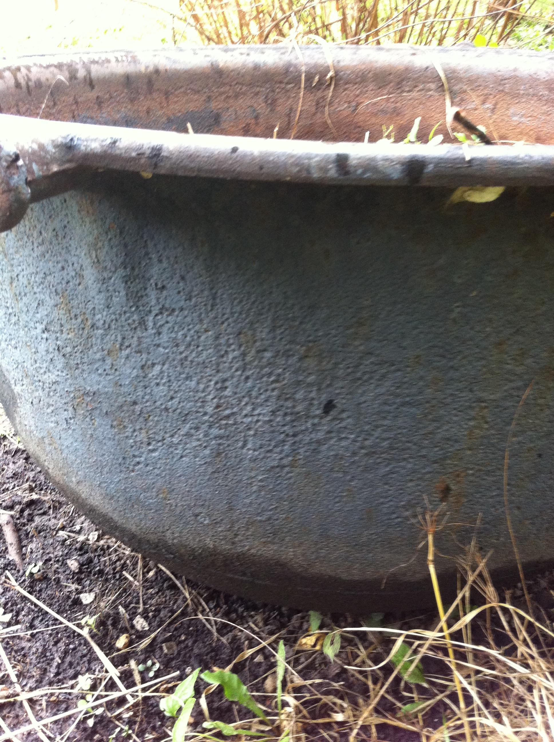cast iron cauldron large