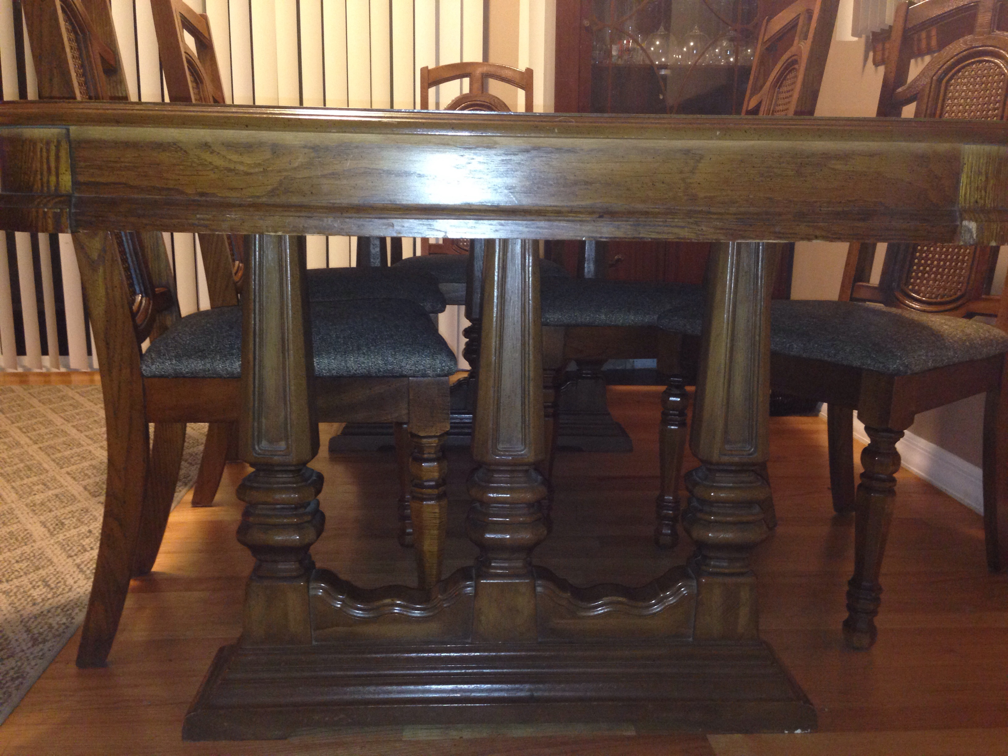 Singer Dining Table And Chairs