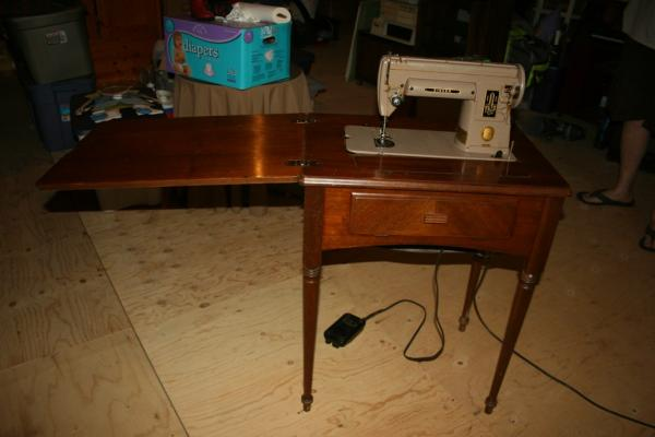 Singer Sewing Machine 40A With Cabinet Antique Appraisal Amazing Old Singer Sewing Machine And Table