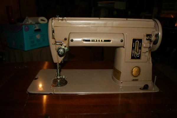 Singer Sewing Machine 40A With Cabinet Antique Appraisal Inspiration Old Singer Sewing Machine And Table