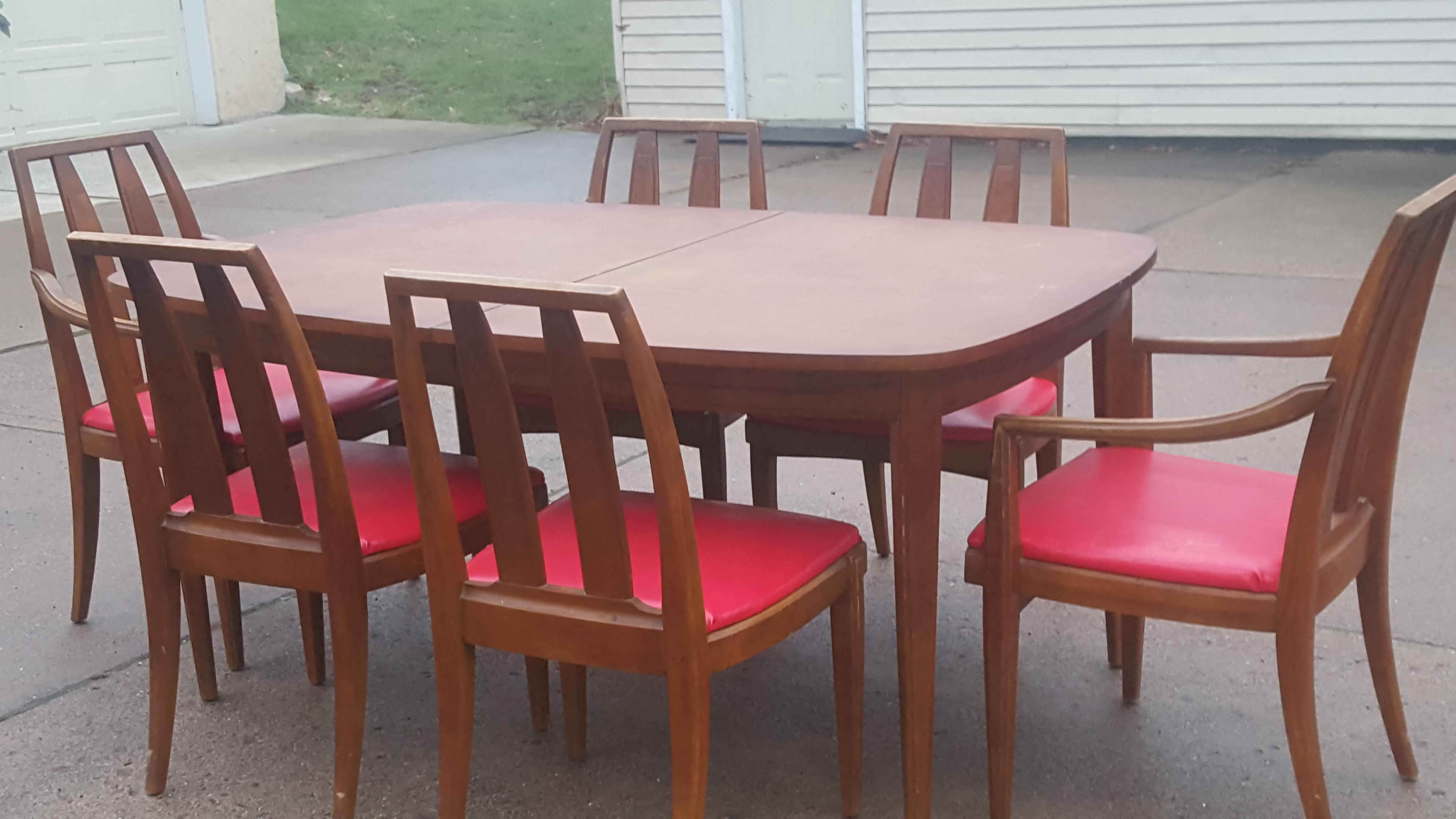 J. B. Van. Scivr Co. Table and chairs appraisal
