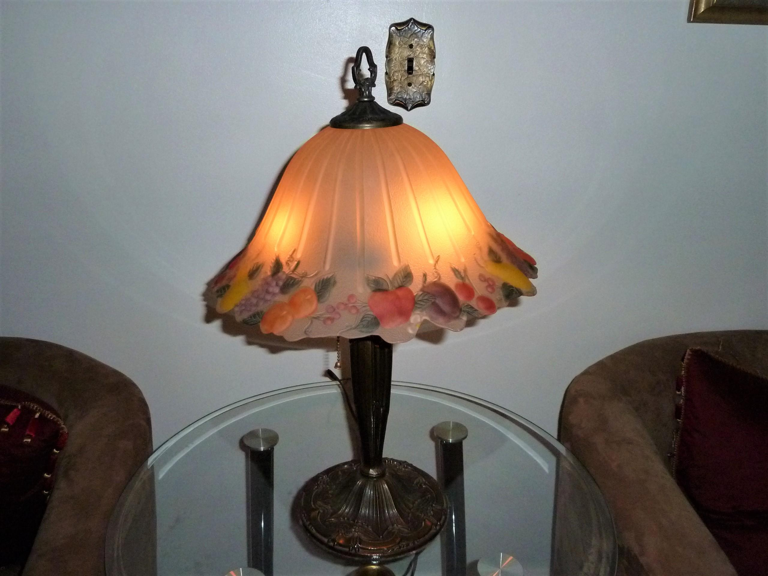 """BEAUTIFUL ANTIQUE 22.5"""" VICTORIAN REVERSE PAINTED BOUDOIR FRUIT THEME LAMP appraisal"""