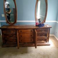 Vintage 1970s 9 drawer dresser with middle drawers hidden